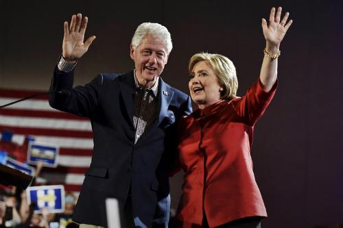 Hillary Clinton sắp ghế gì cho chồng nếu trở thành tổng thống Mỹ 1