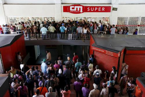 Venezuela chìm sâu trong khủng hoảng, cướp bóc hoành hành 1