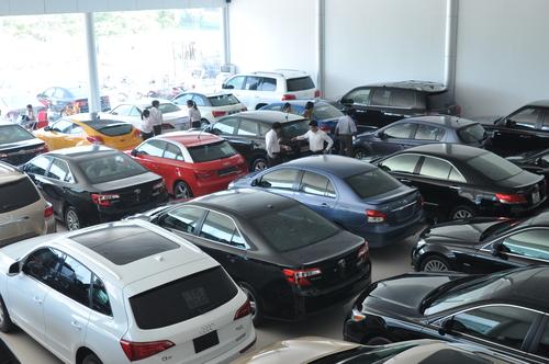 Giá ôtô ở Việt Nam phải cõng bao nhiêu thuế, phí? 1