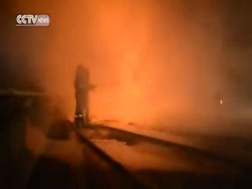 Hai xe tải bốc cháy dữ dội khi đâm trực diện 5