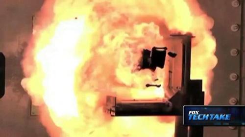 Pháo điện từ có thể bắn thủng tàu chiến đối phương của hải quân Mỹ 2