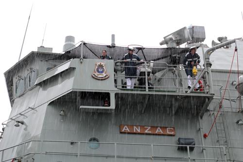 Nữ thuyền trưởng lái tàu chiến Australia cập cảng Sài Gòn 3
