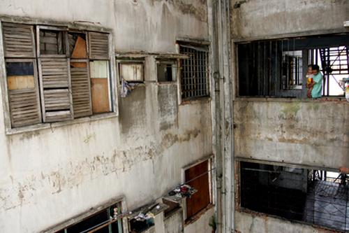 Sau chỉ đạo của ông Đinh La Thăng, di dời dân chung cư hoang tàn 1
