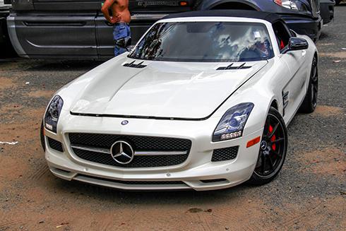 Mercedes SLS GT Roadster - siêu xe mui trần hàng hiếm Việt Nam 1