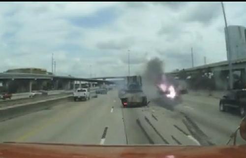 Hiểm họa chết người khi chạy nối đuôi trên cao tốc 1