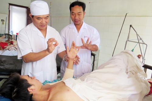 cuu-song-nam-cong-nhan-roi-tu-tang-5-xuong-dat