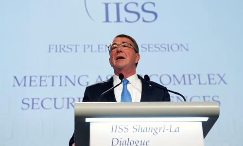Bộ trưởng Quốc phòng Mỹ Ashton Carter phát biểu tại Đối thoại Shangri-la lần thứ 15. Ảnh: Reuters.