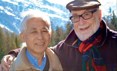 Giáo sư Trần Thanh Vân (bên trái) luôn hướng về quê hương và mong muốn giúp đỡ các bạn trẻ Việt Nam. Ảnh:cerncourier