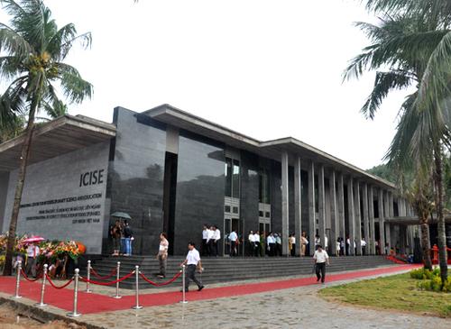 Trung tâm khoa học quốc tế và giáo dục liên ngành (ICISE) được khánh thành.