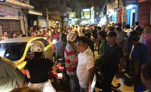 Thanh niên cầm dao cố thủ trong chốt trực tàu ở Sài Gòn 1