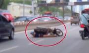 Thanh niên đánh võng tông ôtô, bị xe máy đè lên người
