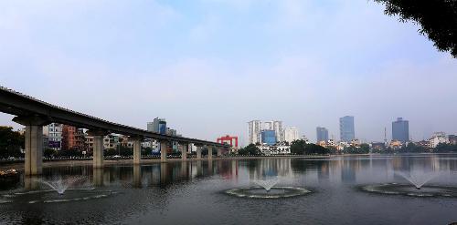 Bơm oxy, sục khí để cứu cá trong hồ Hoàng Cầu 1