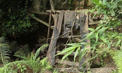 Hang núi nơi 3 phu vàng tử nạn sẽ bị đánh sập 1
