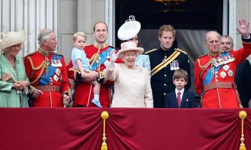 Vì sao Nữ hoàng Anh có hai sinh nhật 1