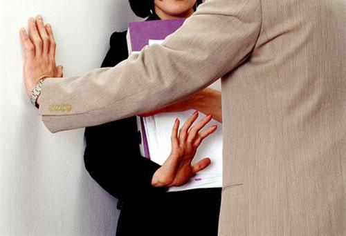 Cư xử thế nào để không bị hiểu là quấy rối tình dục nơi công sở?