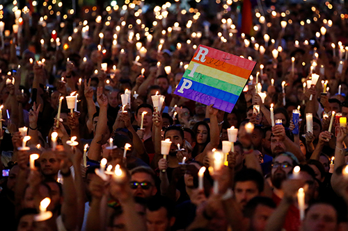 [Caption]People take part in a candlelight memorial service the day after a mass shooting at the Pulse gay nightclub inOrlando, Florida, U.S. June 13, 2016. REUTERS/Carlo Allegri TPX IMAGES OF THE DAY