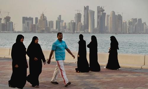 Tội say rượu nơi công cộng và ngoại tình bị phạt nặng ở Qatar. Ảnh minh họa: Raar5.com
