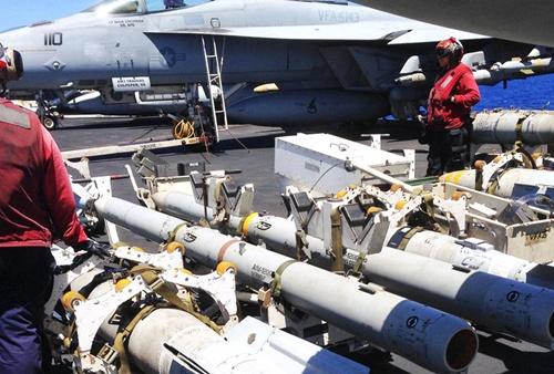 Tàu sân bay Mỹ - quả đấm thép giáng vào IS 2