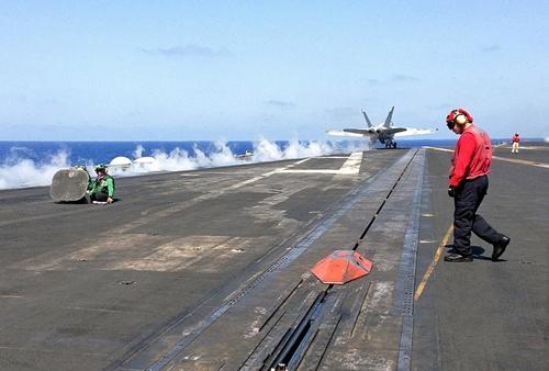 Tàu sân bay Mỹ - quả đấm thép giáng vào IS 3