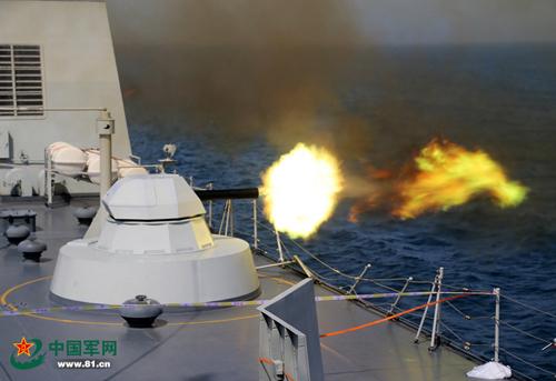 TàuTrường Bạch Sơn 989 diễn tập bắn đạn thật.Ảnh:Xinhua