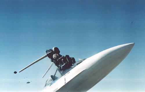 Các sự cố khiến phi công gặp nguy hiểm khi nhảy dù 1