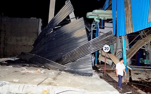 Bồn nước bêtông cao 10 m bị vỡ, hàng chục người tháo chạy 2