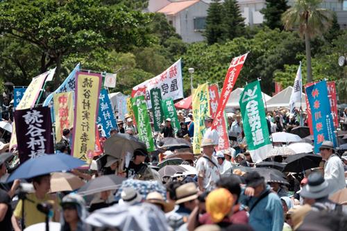 Hàng nghìn người Nhật ở Okinawa biểu tình, phản đối căn cứ Mỹ