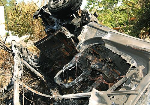 Xe sang cháy giữa khu miếu, 7 người đạp cửa thoát nạn 1