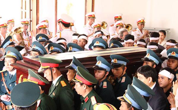 Toàn cảnh: Lễ truy điệu đại tá Trần Quang Khải tại Nghệ An