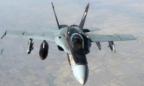 f-18-my-von-chien-dau-co-nga-tren-bau-troi-syria