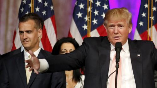 """Vì sao Donald Trump quyết chặt """"cánh tay phải"""" của mình 1"""