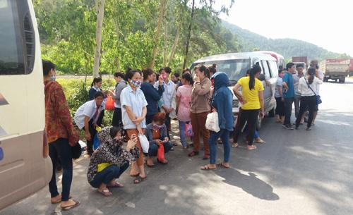 Hàng trăm công nhân bị chặn xe vì không chịu ở trọ
