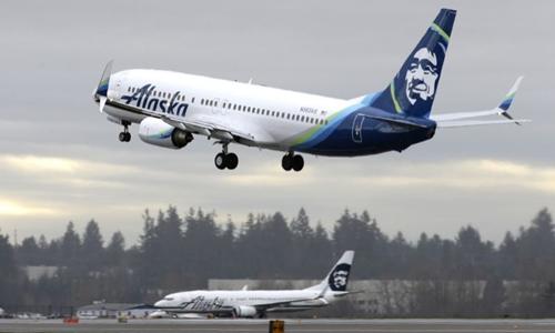 Một phi cơ của  Alaska Airlines. Ảnh: AP.