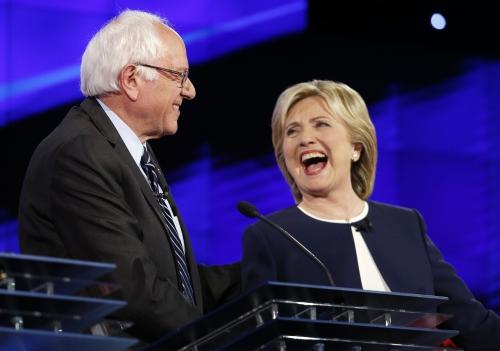Ông Bernie Sanders và bà Hillary Clinton. Ảnh: AP