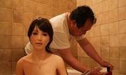 Người có vợ ở Nhật vẫn ăn, ngủ, tắm cùng búp bê tình dục