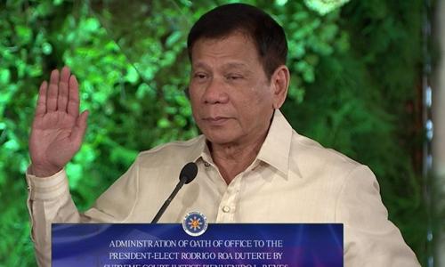 Tổng thống Philippines Rodrigo Duterte tuyên thệ nhậm chức. Ảnh: AFP. (Nguồn: VNE)