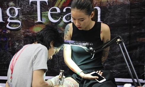 Nghệ thuật xăm hình Việt Nam lên báo Singapore