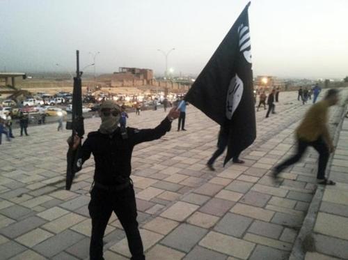 Một phiến quân Nhà nước Hồi giáo. Ảnh: Reuters.