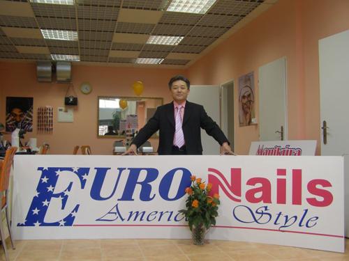 Ông Đỗ Thuyên có dự định mở rộng các tiệm làm nail tới các khu vực khác ở châu Âu. Ảnh: NVCC