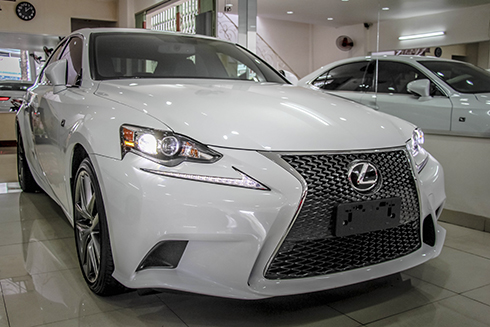 lexus-is250-f-sport-xe-luot-gia-2-4-ty-dong-tai-viet-nam