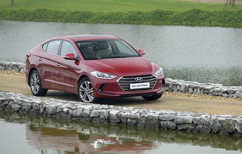 Hyundai Elantra 2016 14 3914 1468383408 Hyundai Elantra 2016   Kẻ đến sau liệu có chiến thắng?