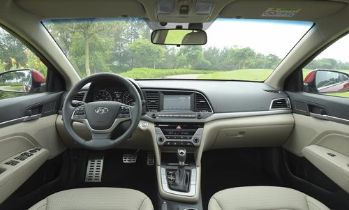 Hyundai Elantra 2016 38 1985 1468383408 Hyundai Elantra 2016   Kẻ đến sau liệu có chiến thắng?