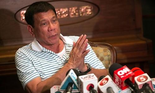 Tổng thống Philippines Duterte hôm qua cho biết đã cử đặc sứ tới Bắc Kinh để đàm phán sau phán quyết đường lưỡi bò. Ảnh: Guardian.