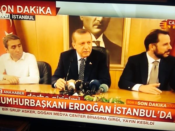 Tổng thống Thổ Nhĩ Kỳ Tayyip Erdogan xuất hiện trên truyền hình. Ảnh: Twitter.