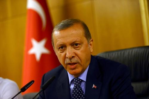 Tổng thống Thổ Nhĩ Kỳ Recep Tayyip Erdogan sáng nay phát biểu về âm mưu đảo chính của một nhóm quân đội. Ảnh: Reuters