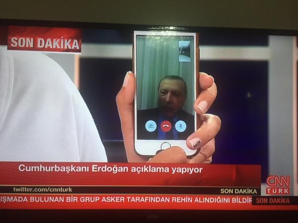 Ông Erdogan phát biểu trên truyền hình qua Facetime. Ảnh: CNNTurk