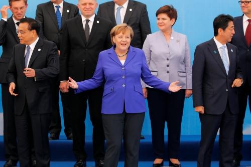 Các lãnh đạo Á - Âu chụp ảnh tại sự kiện. Ảnh: Reuters