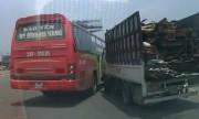 Xe khách tạt đầu ôtô tải trên cao tốc kiểu tự sát