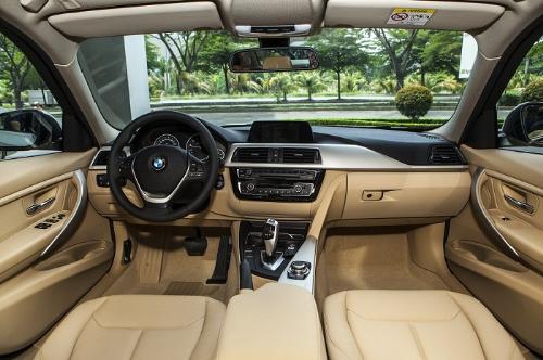 18 7 201622 5807 1468897589 Chức năng hiển thị thông tin trên kính chắn gió được trang bị tiêu chuẩn trên BMW serie 3