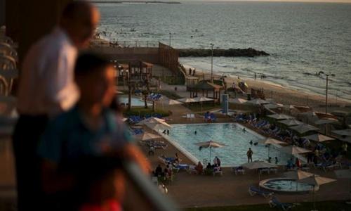 4 mẹ con bị đâm vì mặc quần ngắn trong khu nghỉ dưỡng ở Pháp